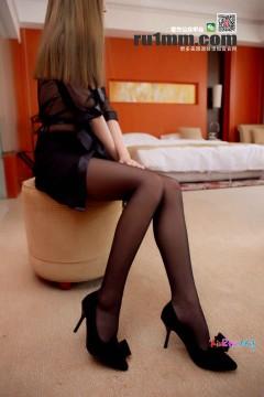 [RU1MM_如壹写真] No.256 狂野辣妹DINA修长黑丝美腿诱惑细高跟 29P