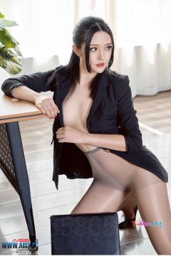 AISS爱丝 爱穿裤袜的女上司严佳丽勾魂迷人美腿无内丝袜写真图集 49P