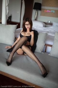 [秀人网XiuRen] N01507 可人短发眼镜娘Emily顾奈奈酱翘臀美乳时尚内衣写真 42P
