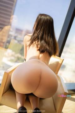 [秀人网XiuRen] N01745 瓜子脸长腿高冷女郎梦心月酒店走光人体艺术写真 44P
