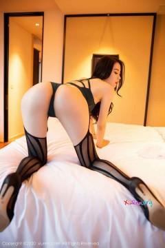 [秀人网XiuRen] N02450 香艳长腿御姐梦心月魅力动人吊带丝袜优雅室内人体私房集 112P